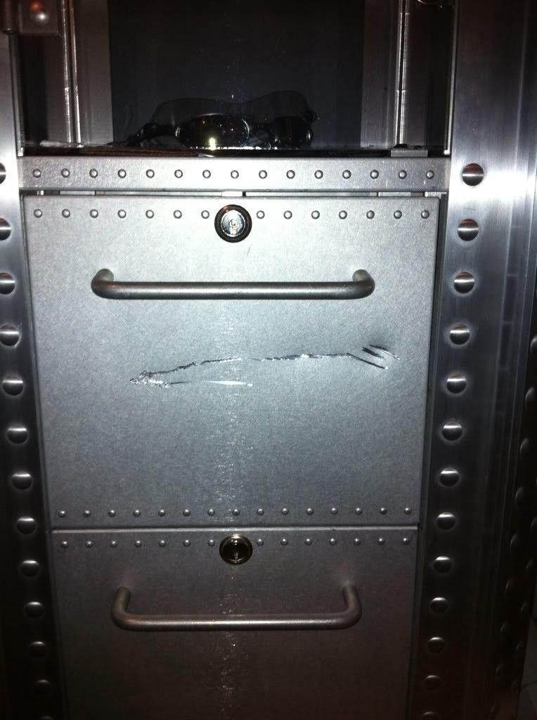 FS: 2 Display Cases Aluminum 1 DW 1 SW!!! - 5e168dd1.jpg