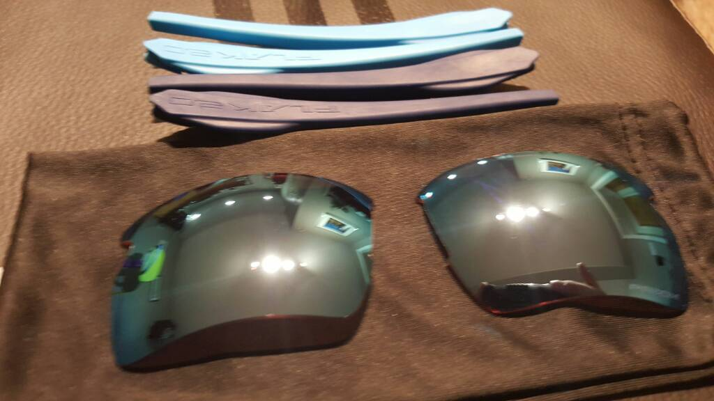 SOLD: Flak 2.0 XL Prizm Deep Water Lenses and Sky, Navy Stems - 5f704019a5e6b131d45e9ebf1c6b85a1.jpg