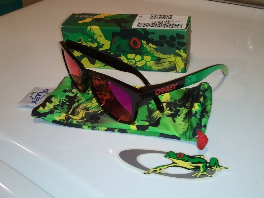 FS: NEW In Box Jupiter Camo Frogskins - 718fd774.jpg