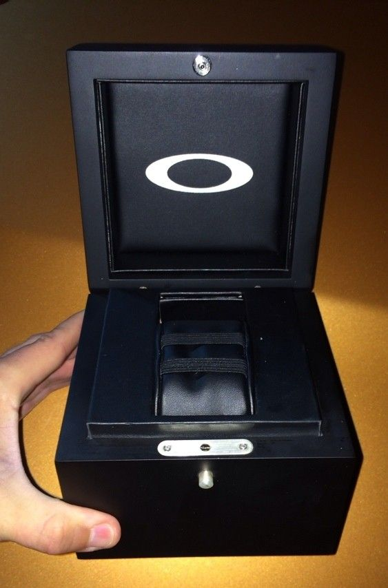 Oakley Watch Box / Display Box / Case - 7evy3a2e.jpg