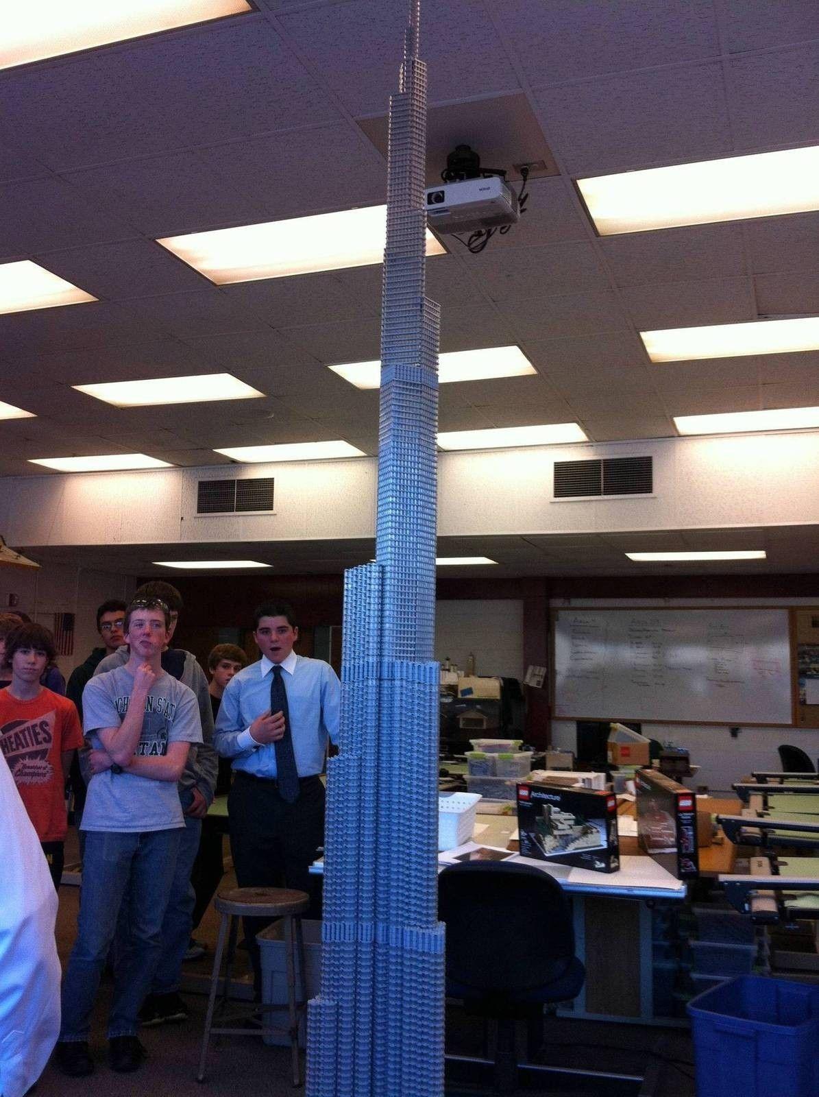 Lego Mania - Burj Khalifa - 7Fe8p.jpg