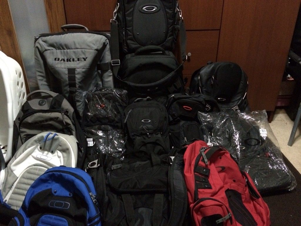Bags, Packs And Luggages... - 7usy7uja.jpg