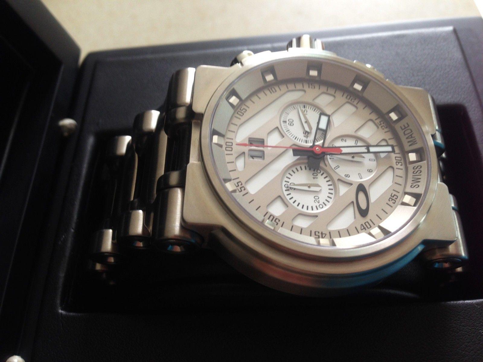NEW IN BOX Oakley Hollow Point Titanium Watch White Dial 10-046 - 8.JPG