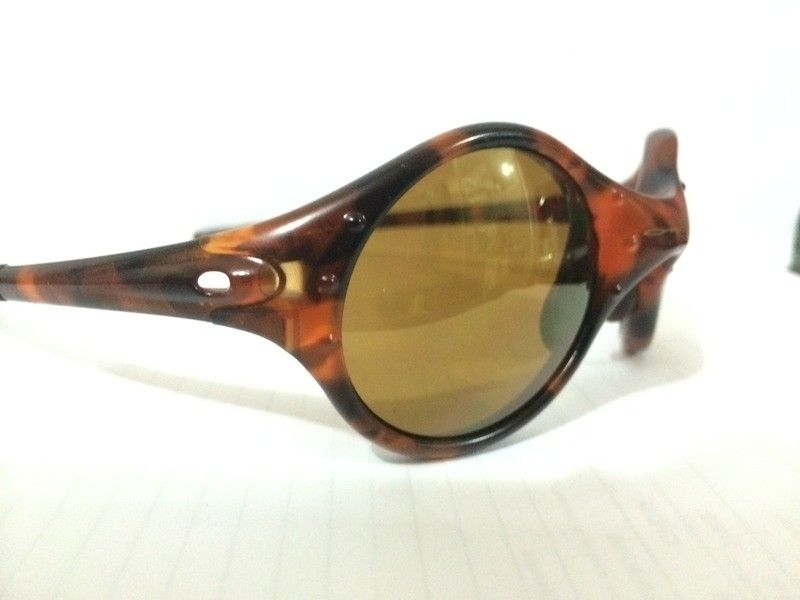 Oakley Moon ( 04-201 ) Tortoise Frame with Gold Iridium Lenses  Read more: http://www.oakleyforum.co - 8B2BAD35-0EF0-49E1-A7BC-C6D290AA5BE9.jpg