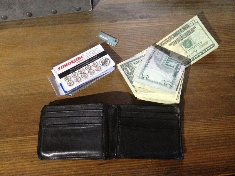 Let's talk about Oakley Wallets - 96CDF56C-327E-4EDE-8809-13912D96F0F8-13986-00000FC42AB04E75_zps356f04fe.jpg