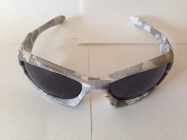 Few Pairs of Oakleys - 9a3ere4u.jpg