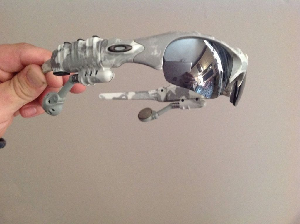 Oakley thump white camo with lead and charger in almost immaculate condition. - _57_2.jpg