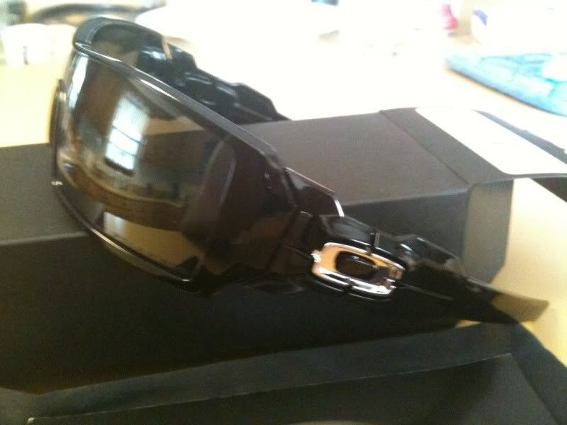 FS: Brand New Oakley Custom Oil Rig....Polished Black Frame....Polarized - aa579940.jpg