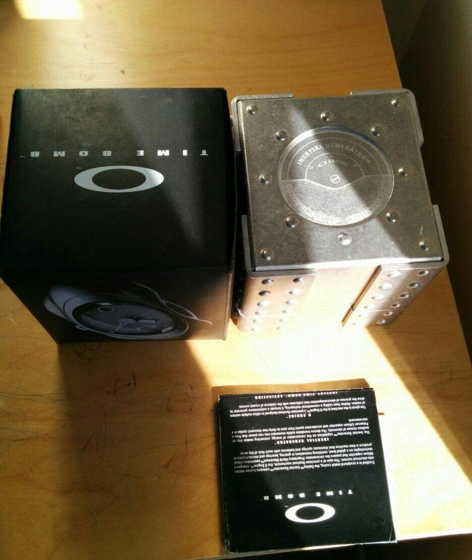 Oakley Watch Case - ajy8adyj.jpg