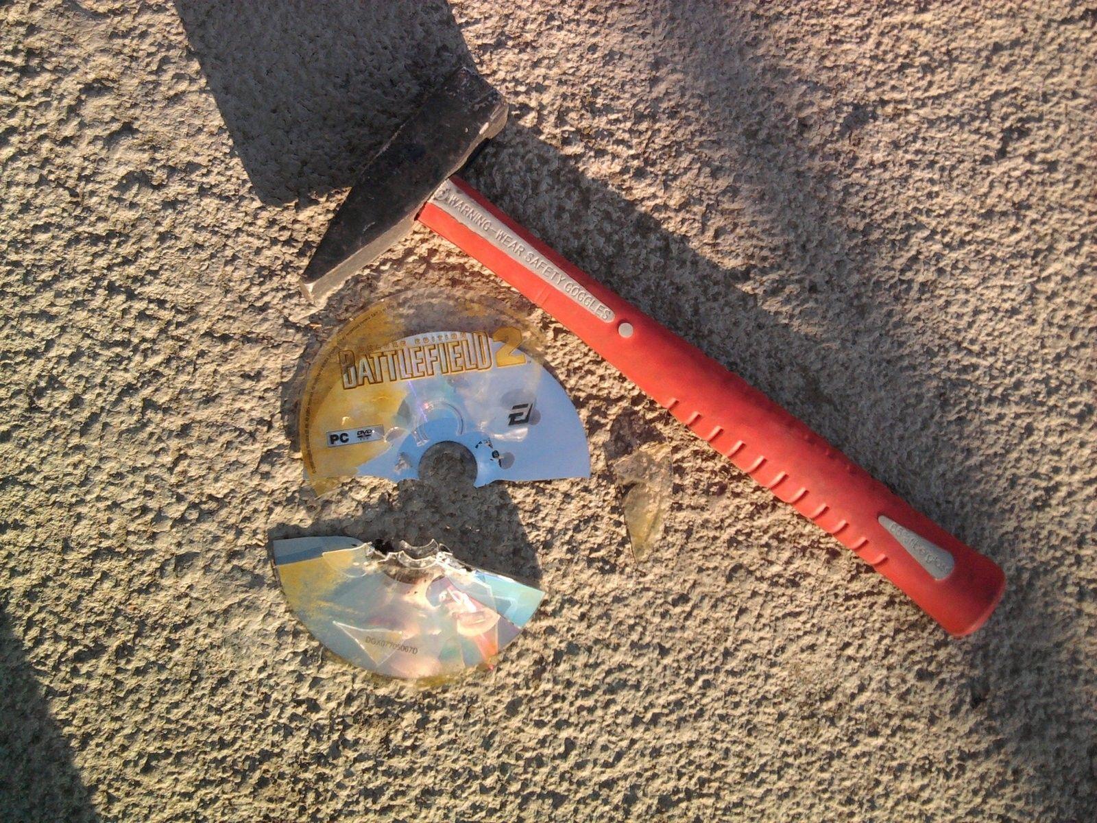 Uh Oh - battlefield_2_disc_broken_hammered_by_gokituuz-d60r1ub.jpg