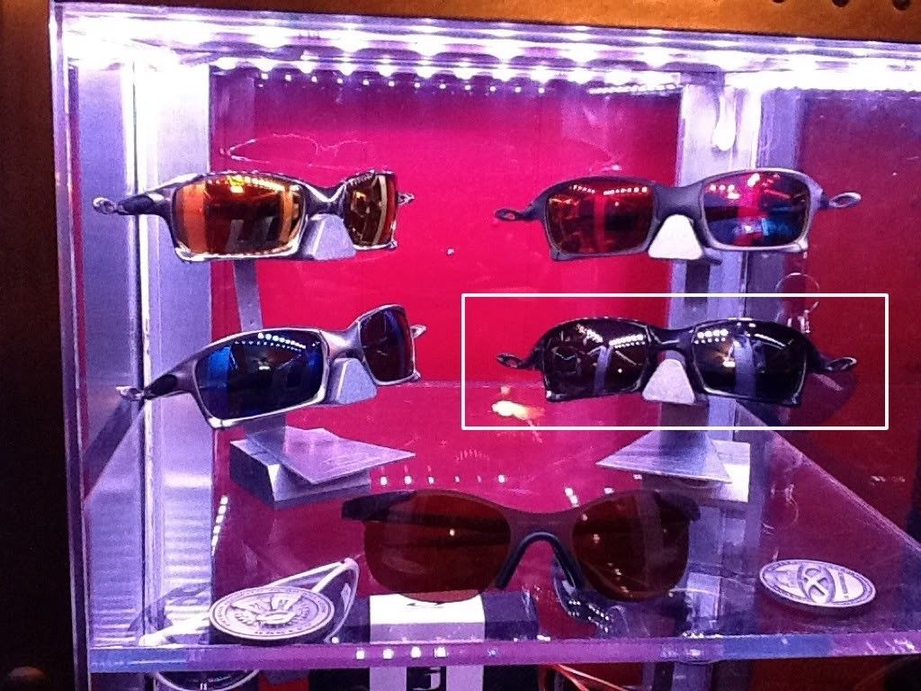 FOR SALE : Oakley X-Squared Polished Carbon Black Polarized With Extra Ruby Lenses. - bb30828c.jpg