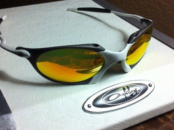 Oakley R1 Custom X-metal And Matte White (one Of A Kind) - BC94EEF1-042C-4A51-AF8A-BB65516A12A3.jpg