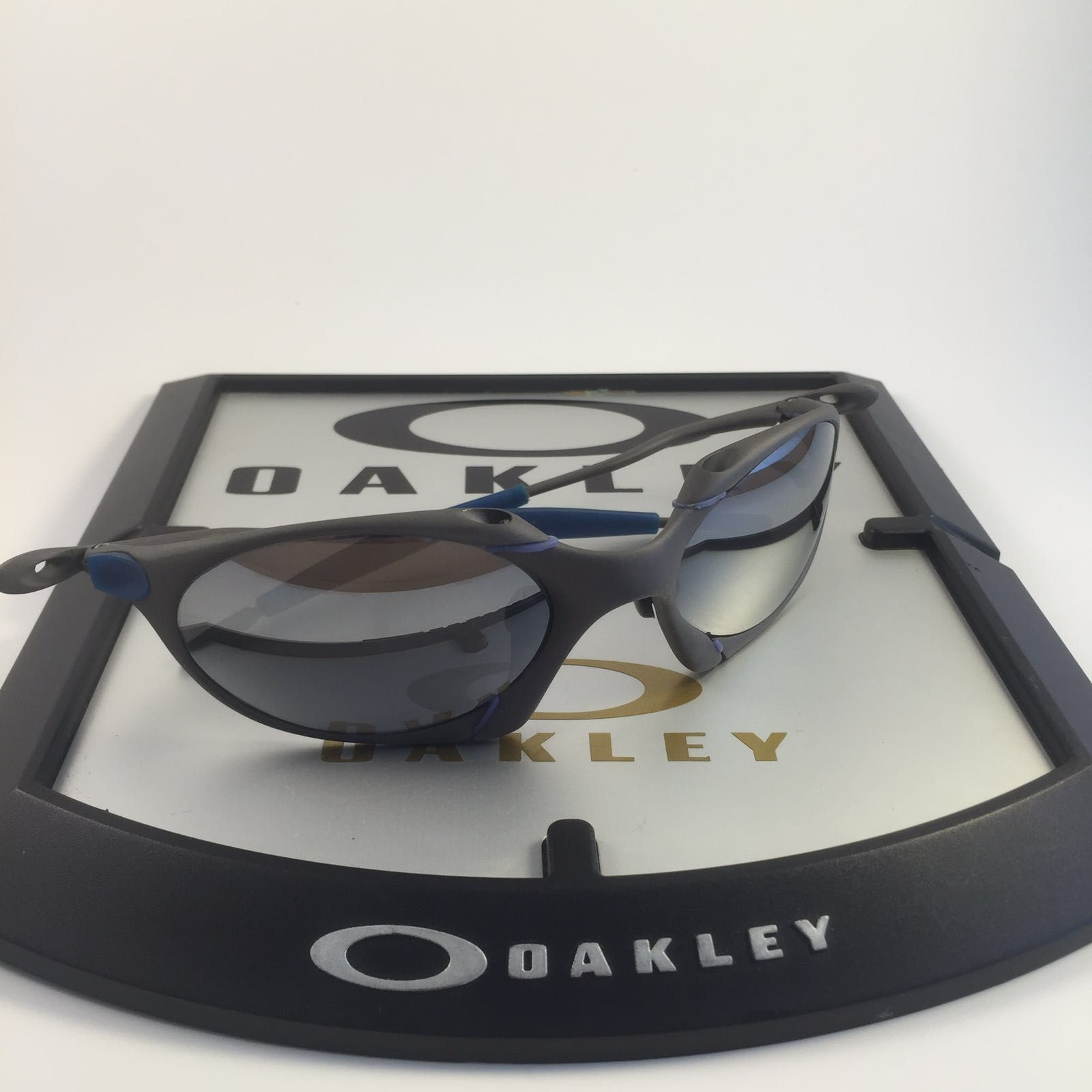 oakley romeo 1 x metal - bdf31193-e98a-47d1-abea-4f5d8efceaef.jpeg