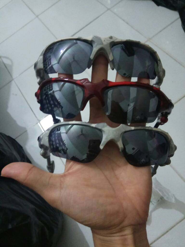 18cc4251469 price 160usd include ems shipping oakley thump 1 white camo and red camo  shell only - bdf48cb9d69063cdaab141f5bf6065c2.jpg ...