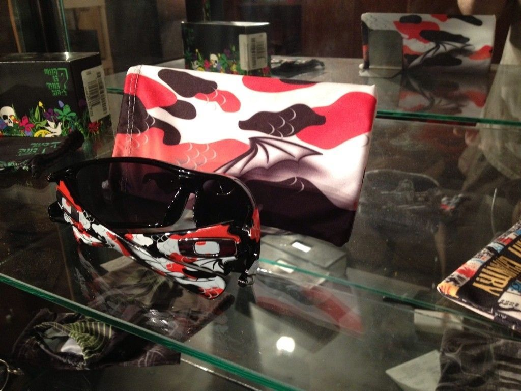 Microbag Stand - Oakley Sure Does Have Some Sweet Bags... - BE3C931C-8A87-4740-9178-B529AAD64DEF-2763-0000019B4946ECBD_zps0ebf56ed.jpg