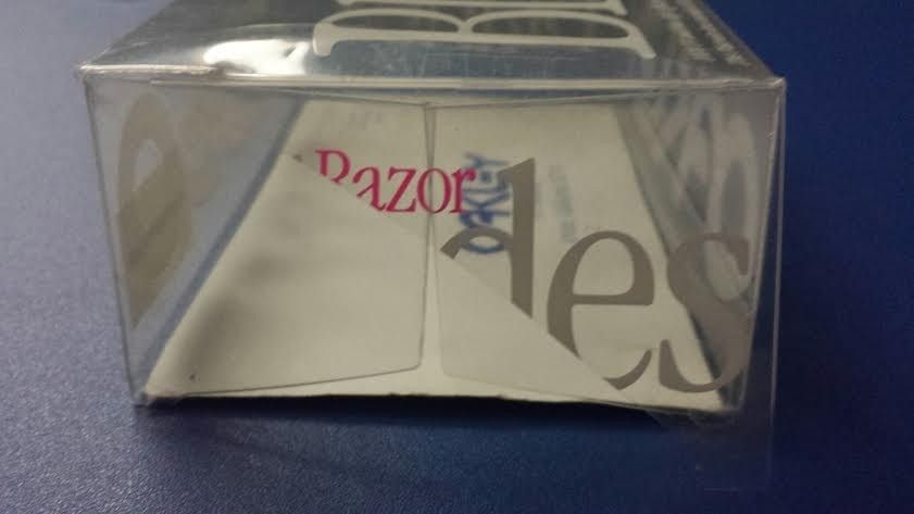 MINT 1990 Razor Blades W/ Box, Bag, And Optional Case - blade5_zps9471fb05.jpg