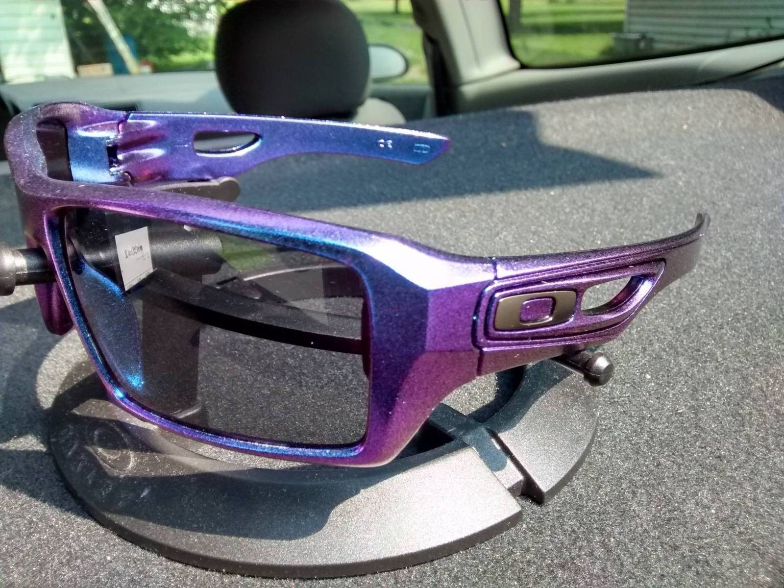 What If Your Oakleys Could Change Colors In The Sun.... - Bpa3YZy.jpg