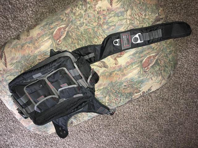 Can anyone help show me how this bag works? - C0CCAB17-4A96-4350-8E89-93F61BBF2630_zpsejhuhd31.jpg