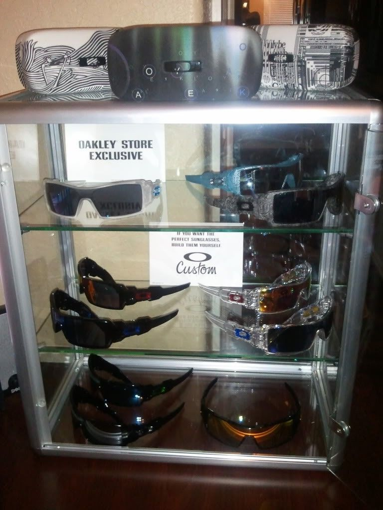 Bought 2 New Countertop Style Display Cases - Case1.jpg