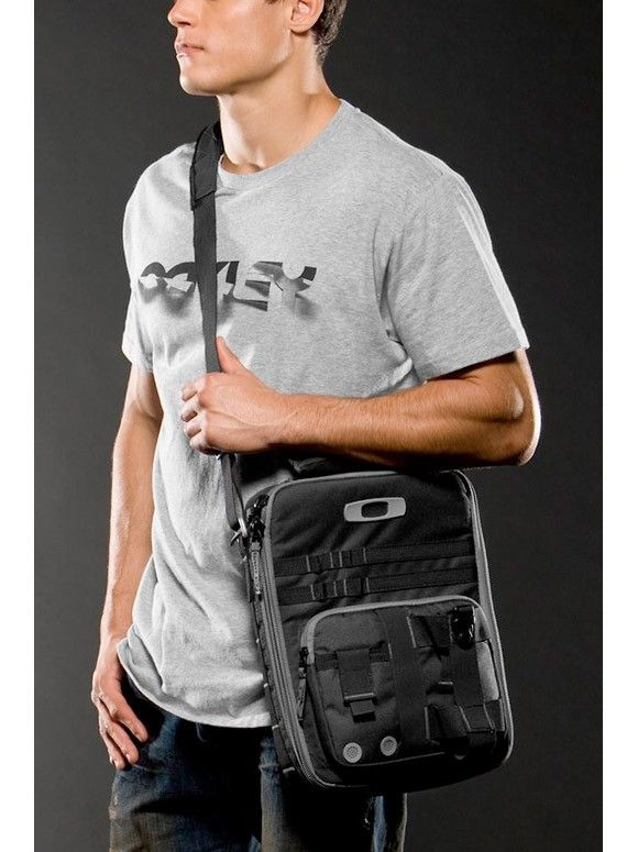 Laptop Messenger-type Bag (prefer Alpha Charlie) - checkpoint_vertical_laptop_bag_3_full.jpg