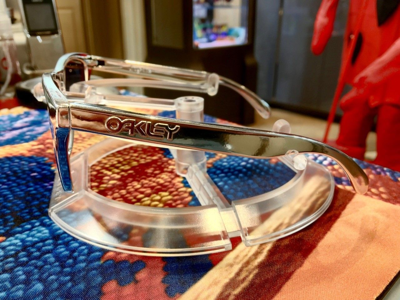 re: Oakley Chrome Frogskins (allegedly from HQ) & Oakley Training Kit - Chrome Frogskins - 2.jpg