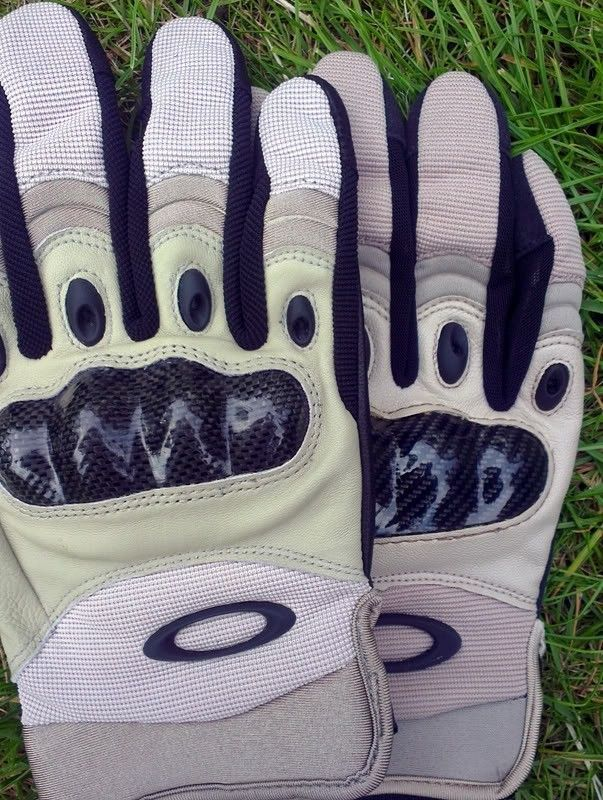 Counterfeit SI Gloves? - Comp3.jpg