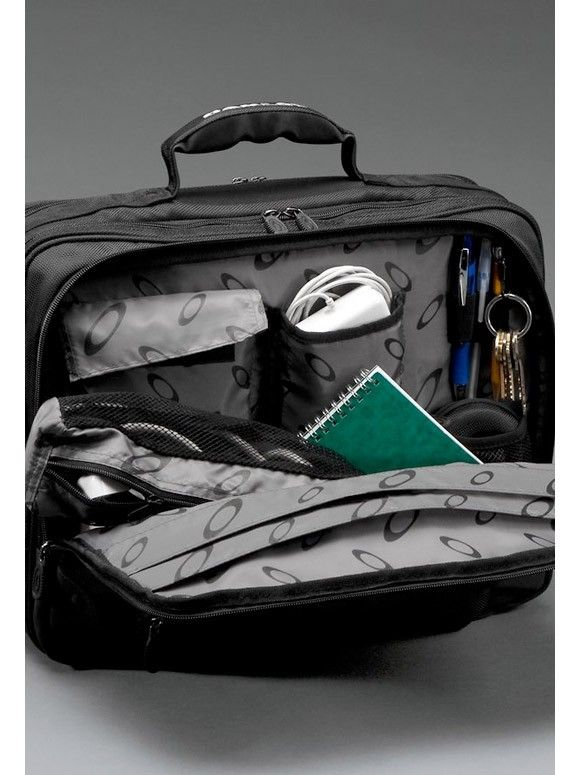 Oakley - Laptop Computer Travel Bag - computer_bag_3_full_zpsa3579735.jpg