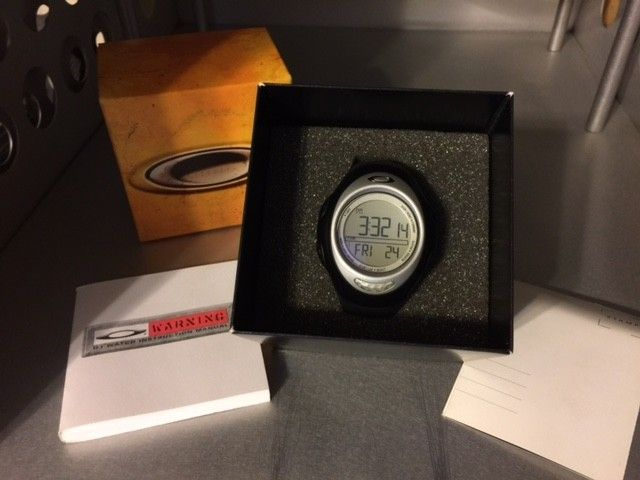 Oakley D1 Sports Watch NEW in Box, Black, G1 SOLD - D1-6.JPG