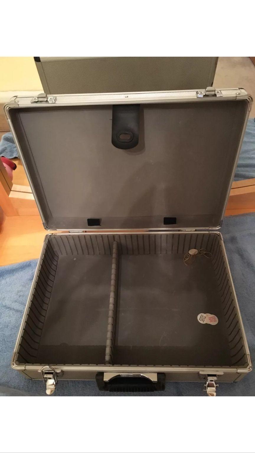 The 2016 Oakley Rep Case - d55ad2789c421886341d3f19b0fce3ae.jpg