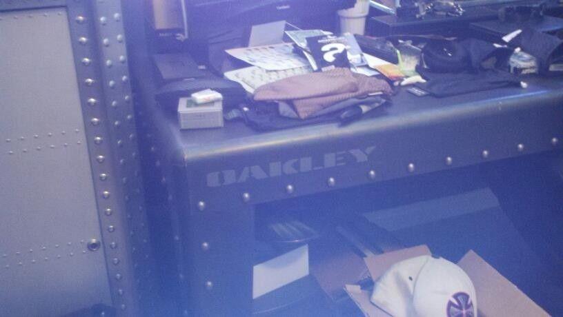 FearGearGarage ~ NEW OFFICE SET UP - deskexg.jpg