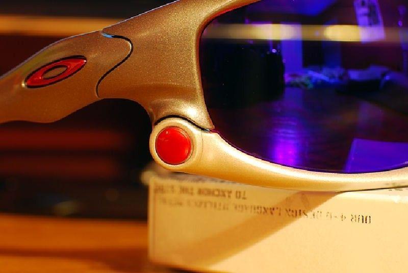WTT: Anodized Red Thru Bolts For Jawbone/Split Jacket And Lenses - dsc0001hl.jpg