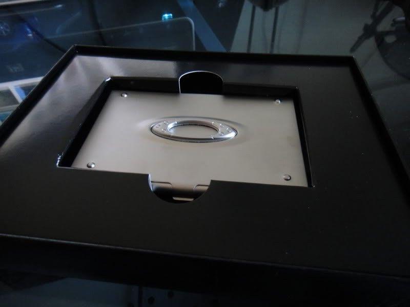 RARE Brand New In Box  ICON CARD CASE (ALUMINUM SUPER RARE) Collectors Item!!!! - DSC00068.jpg