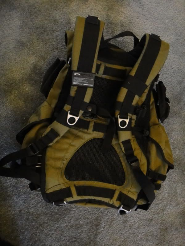 New Without Tags, Oakley Adaptable Payload Backpack In Olive Green/ Dark Fatigue - DSC00087.jpg