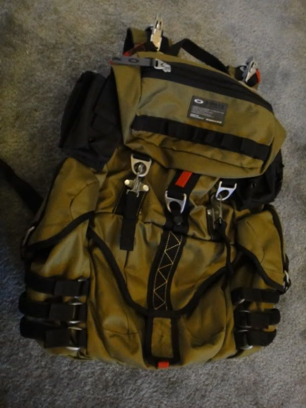 New Without Tags, Oakley Adaptable Payload Backpack In Olive Green/ Dark Fatigue - DSC00088.jpg