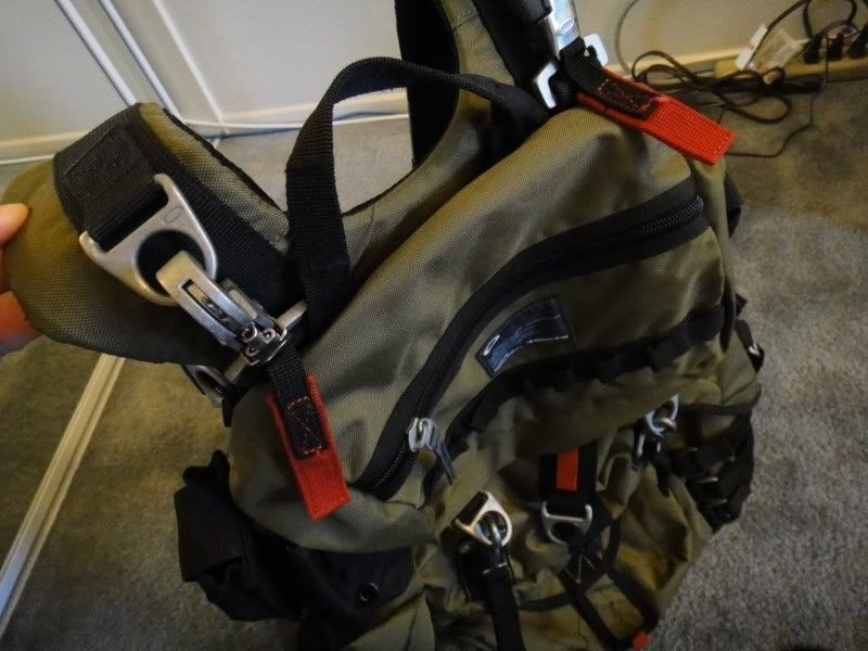 New Without Tags, Oakley Adaptable Payload Backpack In Olive Green/ Dark Fatigue - DSC00089.jpg