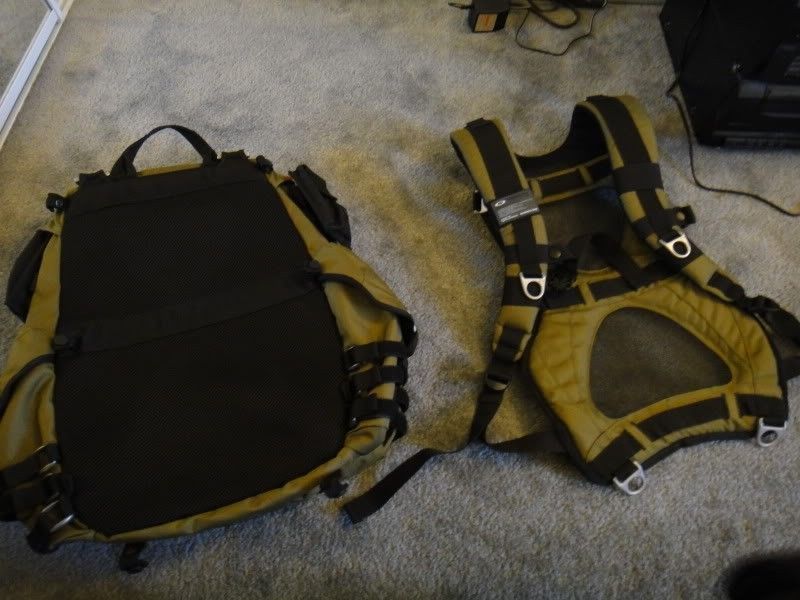 New Without Tags, Oakley Adaptable Payload Backpack In Olive Green/ Dark Fatigue - DSC00091.jpg