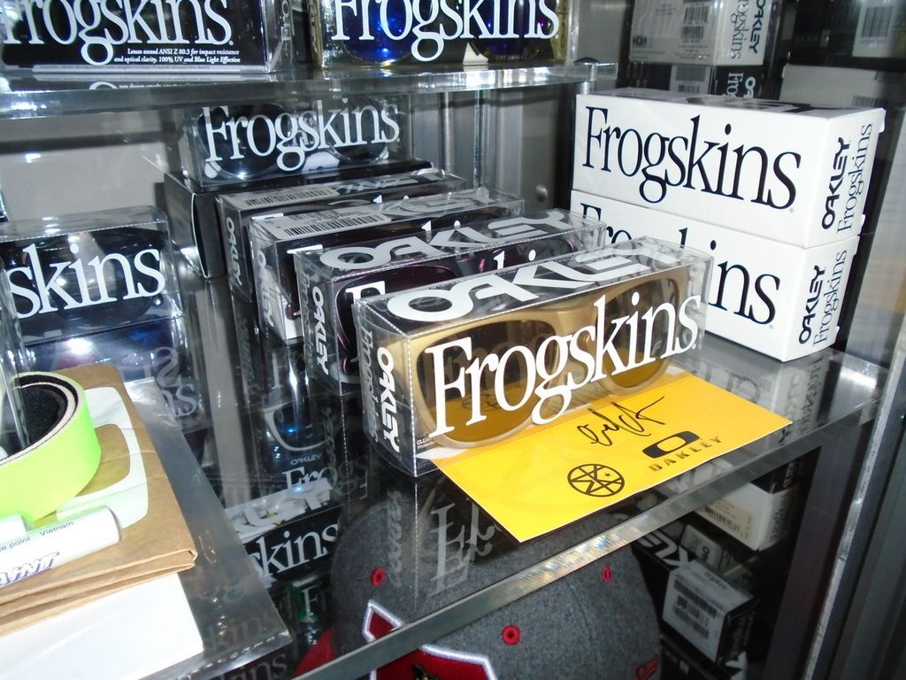 ROMEO VAN FROGSKINSTEIN'S FROGSKINS COLLECTION (AND WANTS LIST). - DSC00323_zpsnl7sheik.jpg