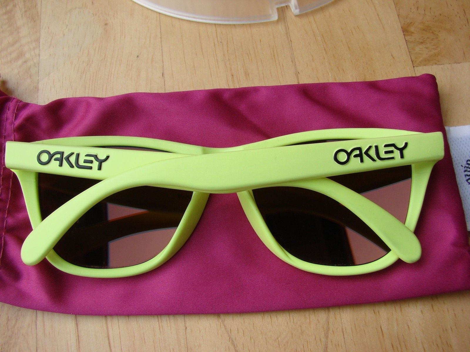 Neon Yellow Frogskins 03-200 - DSC00550.JPG