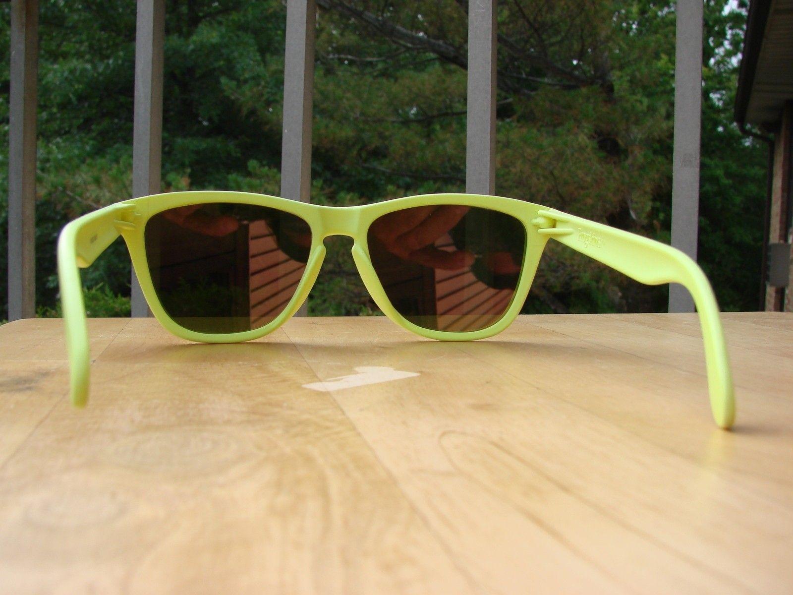 Neon Yellow Frogskins 03-200 - DSC00557.JPG