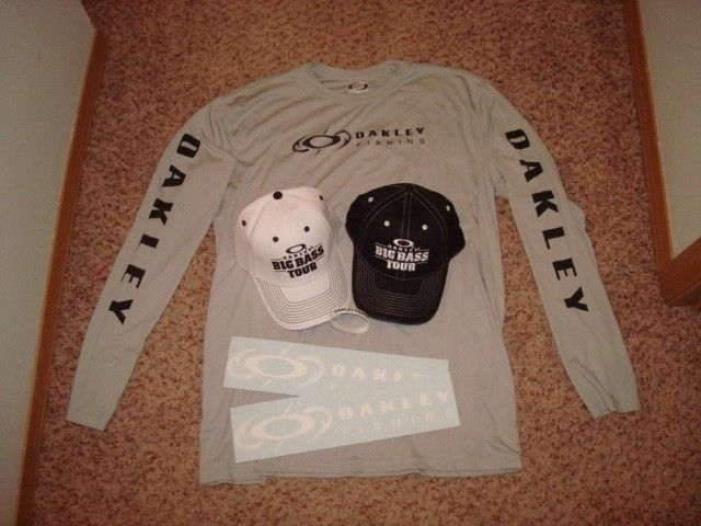 Oakley Fishing Big Bass Tour Combo Shirt Hats Stickers Bracelet - DSC00750.JPG