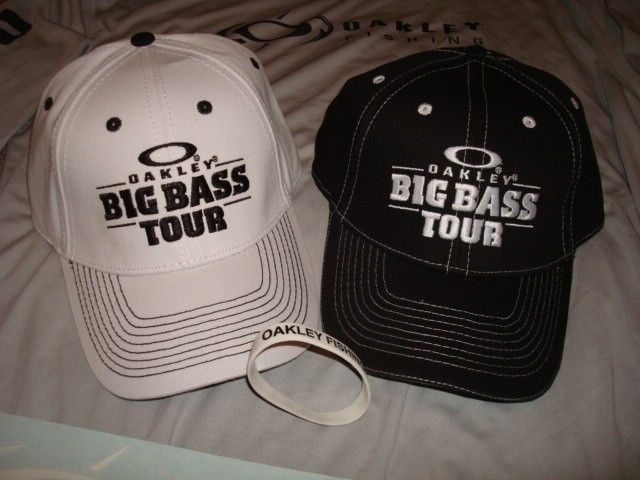 Oakley Fishing Big Bass Tour Combo Shirt Hats Stickers Bracelet - DSC00751.JPG