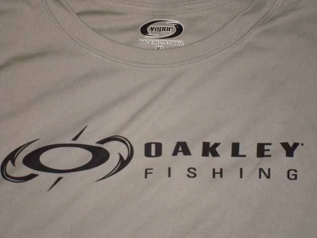 Oakley Fishing Big Bass Tour Combo Shirt Hats Stickers Bracelet - DSC00756.JPG