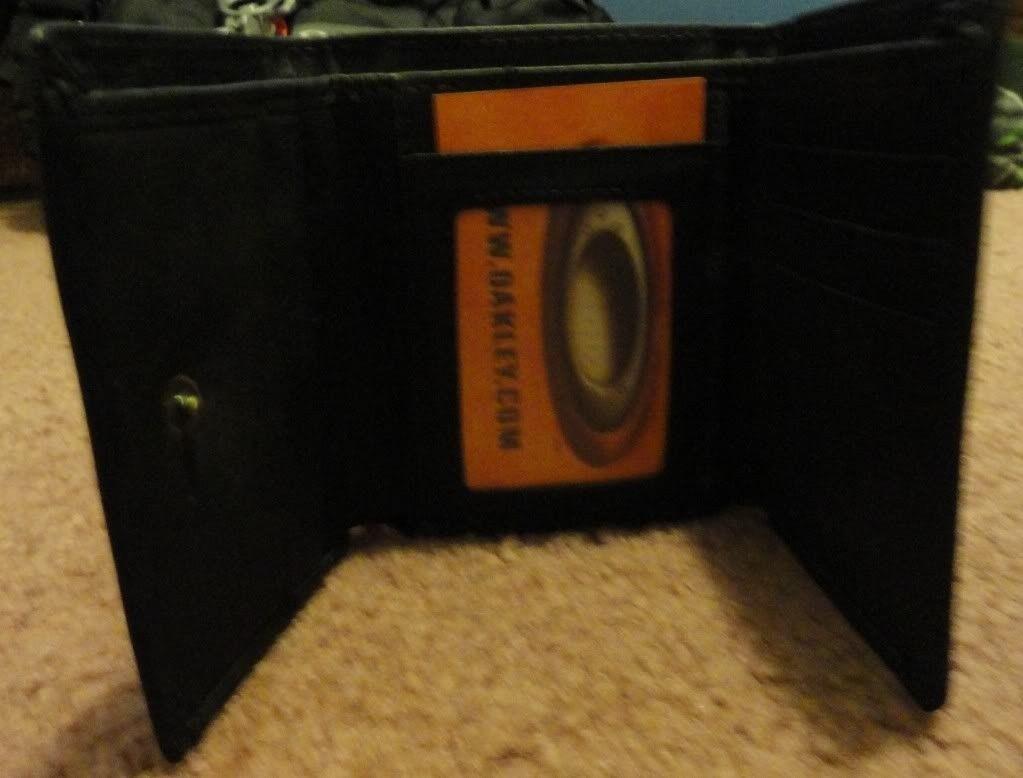 Oakley Tri-Fold Wallet..... - DSC01077.jpg