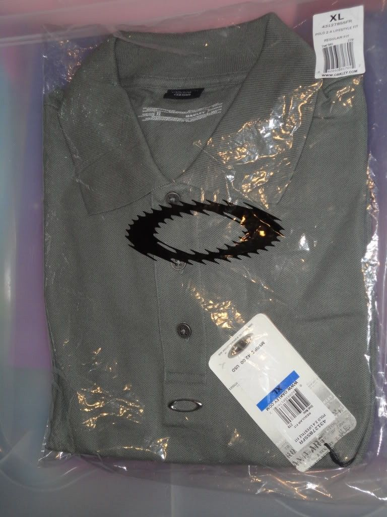 NWT Oakley Clothes For Sale Or Trade  !!! - DSC01221.jpg