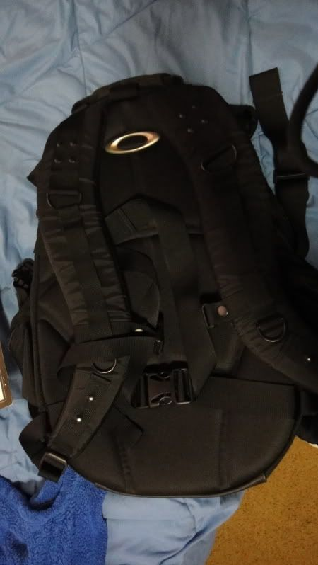 Oakley Icon 2.0 Backpack In BLACK, Mint Condition. - DSC02707.jpg