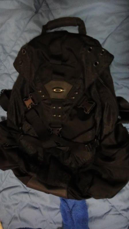 Oakley Icon 2.0 Backpack In BLACK, Mint Condition. - DSC02709.jpg