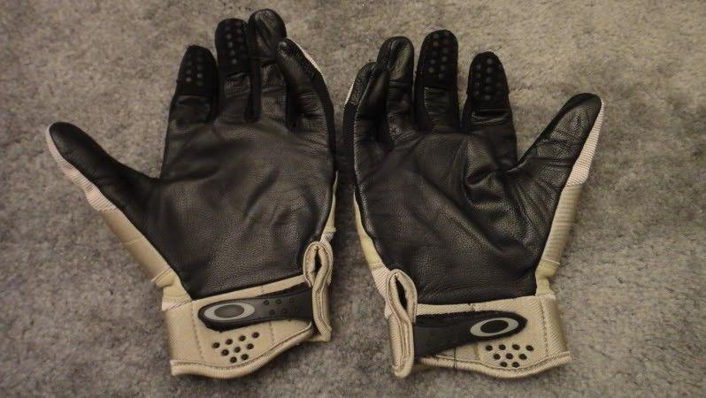 FS: Oakley SI Assault Gloves Size M (pics) - DSC03812.jpg