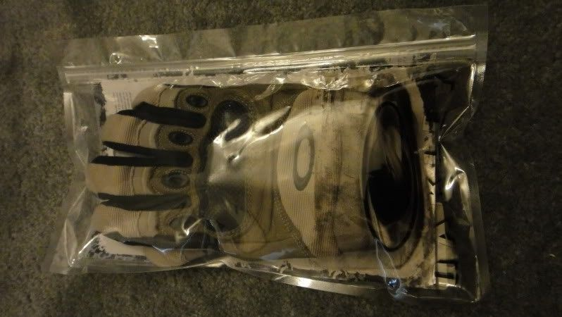 New Oakley SI Assault Gloves With Leather Palm, Size M, New Khaki Color - DSC04444.jpg