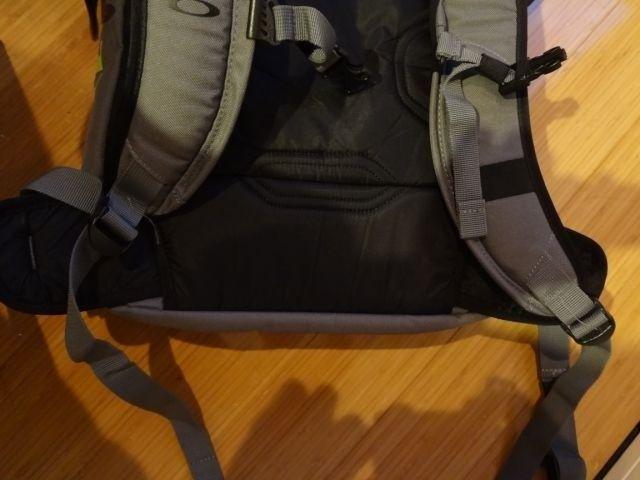 Oakley Snowmad Daypack - dsc04610c.jpg