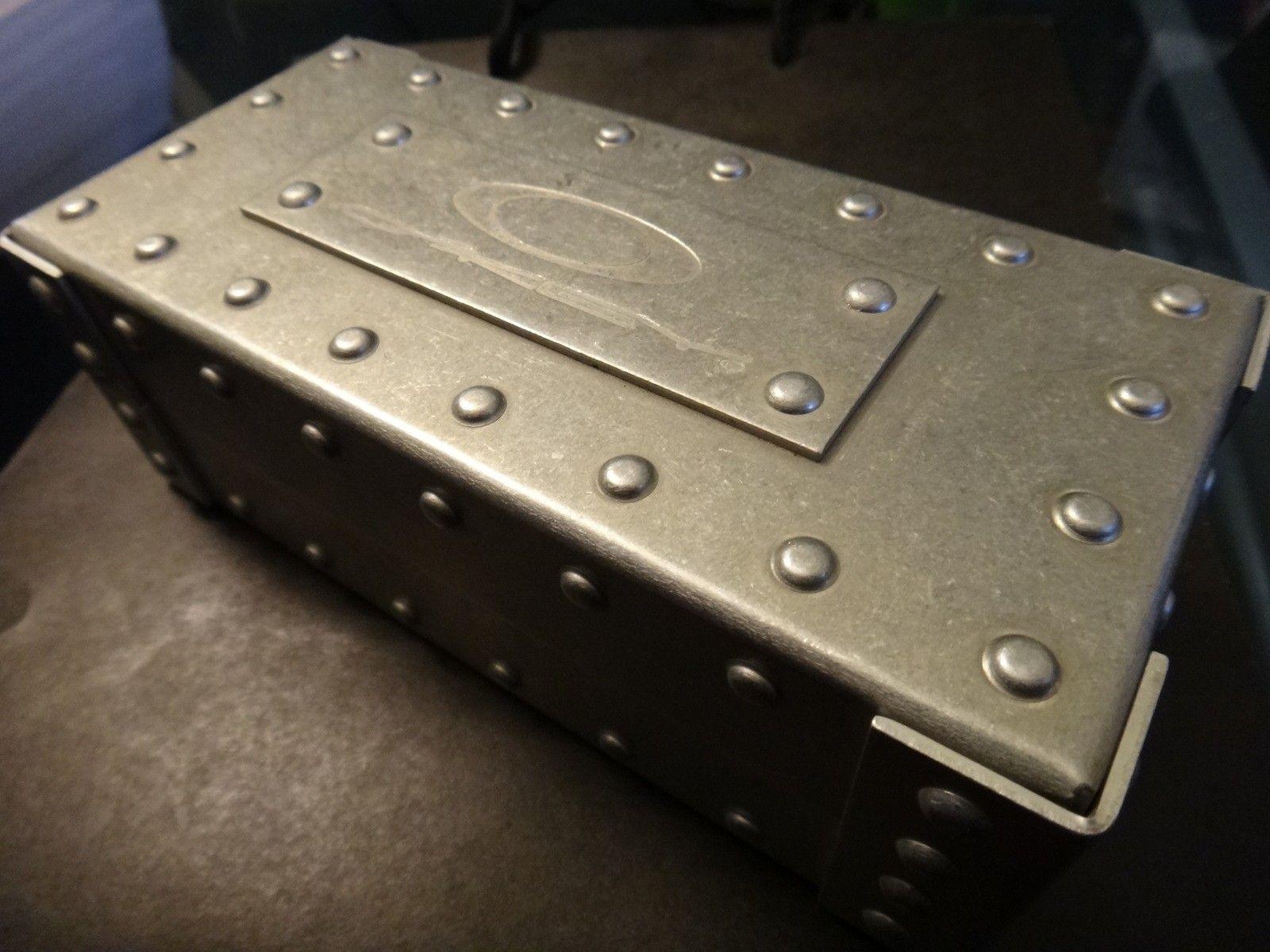Oakley Metal Vault (The Vault) case with perfect foam - DSC05578.JPG